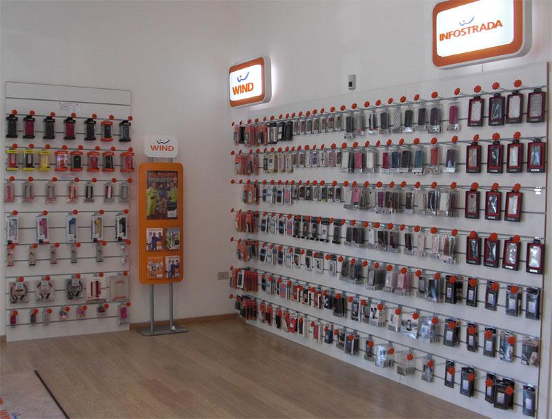 Tavoli mediaworld punti vendita telefonia for Negozi di arredamento palermo